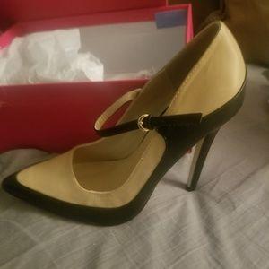 Shoe Dazzle 9.5 Black/tan heels